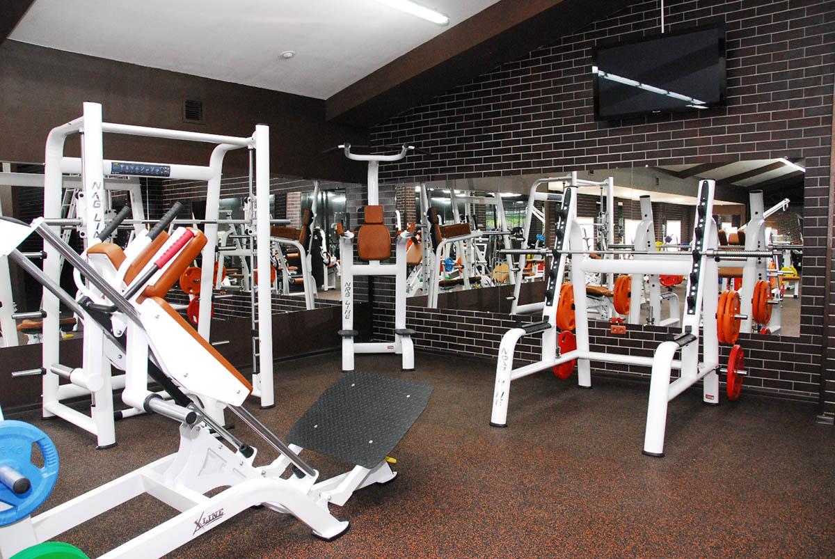 Спортивное оборудование для тренажерных залов - Фитнес - Спорт и ... 080fe89d722
